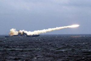 Fragata russa dispara mísseis Kalibr contra posições do Daesh na síria