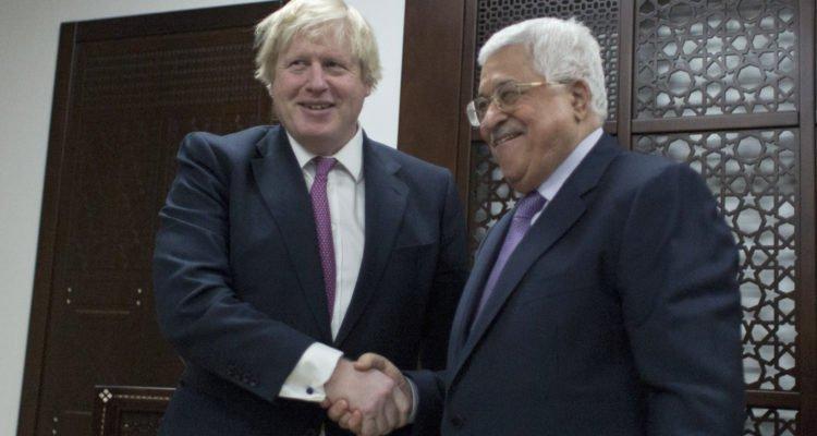 O presidente do AP, Mahmoud Abbas e o secretário de Relações Exteriores da Grã-Bretanha, Boris Johnson, em Ramallah, 8 de março de 2017. foto Nasser Nasser