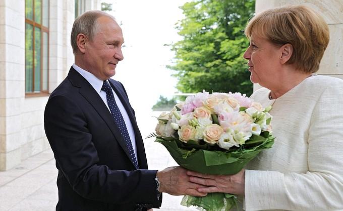 Merkel visita Putin em Sochi no dia 17 de maio de 2018