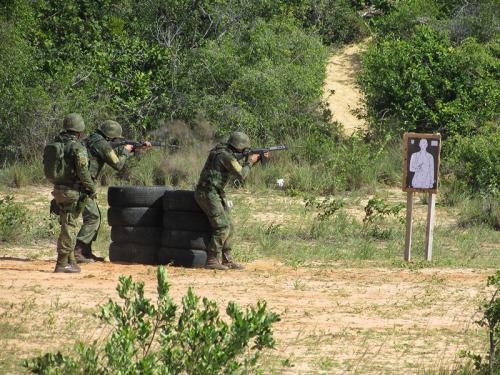 Treinamento de tiro de combate com fuzil