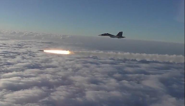 Sukhoi 30SM lançando míssil