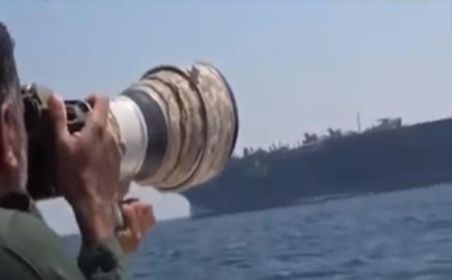 lanchas iranianas e USS Theodore Roosevelt