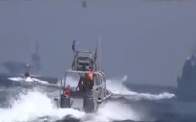 lanchas iranianas e USS Theodore Roosevelt1